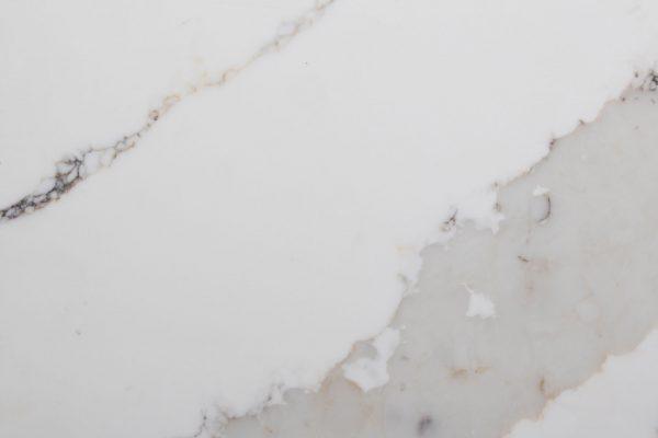naturstein_antolini_aq_calacatta_traslux_quartz